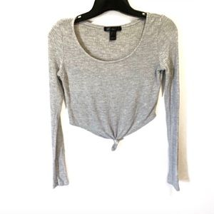 3/$20🌸long sleeve crop top with knot grey